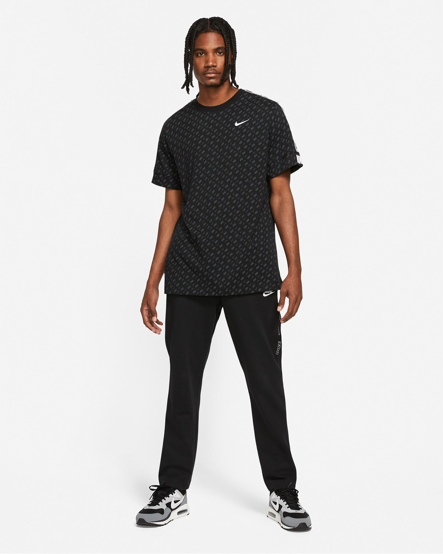 T-Shirt NIKE REPEAT ALL OVER M S5270641 scatto 4
