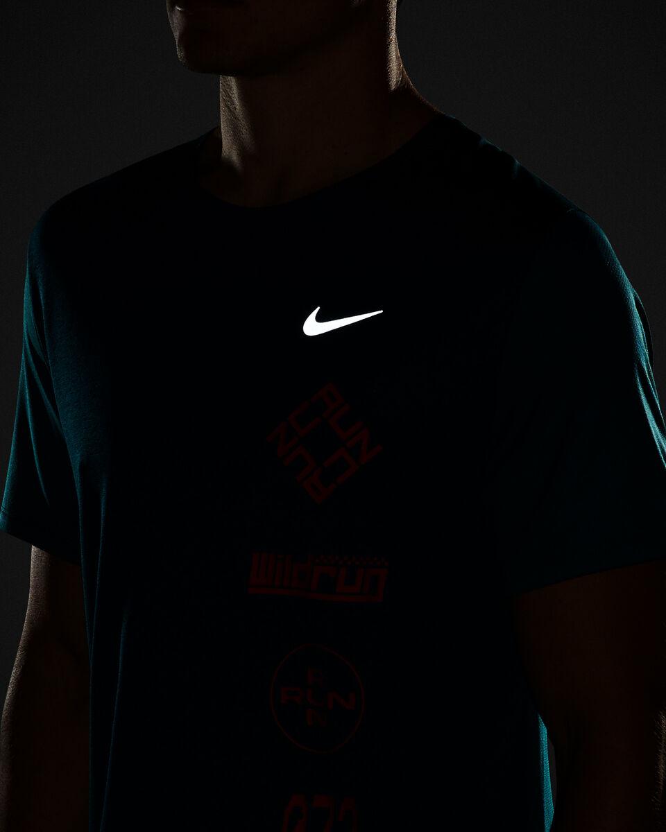 T-Shirt running NIKE MILER WILD RUN M S5225613 scatto 4