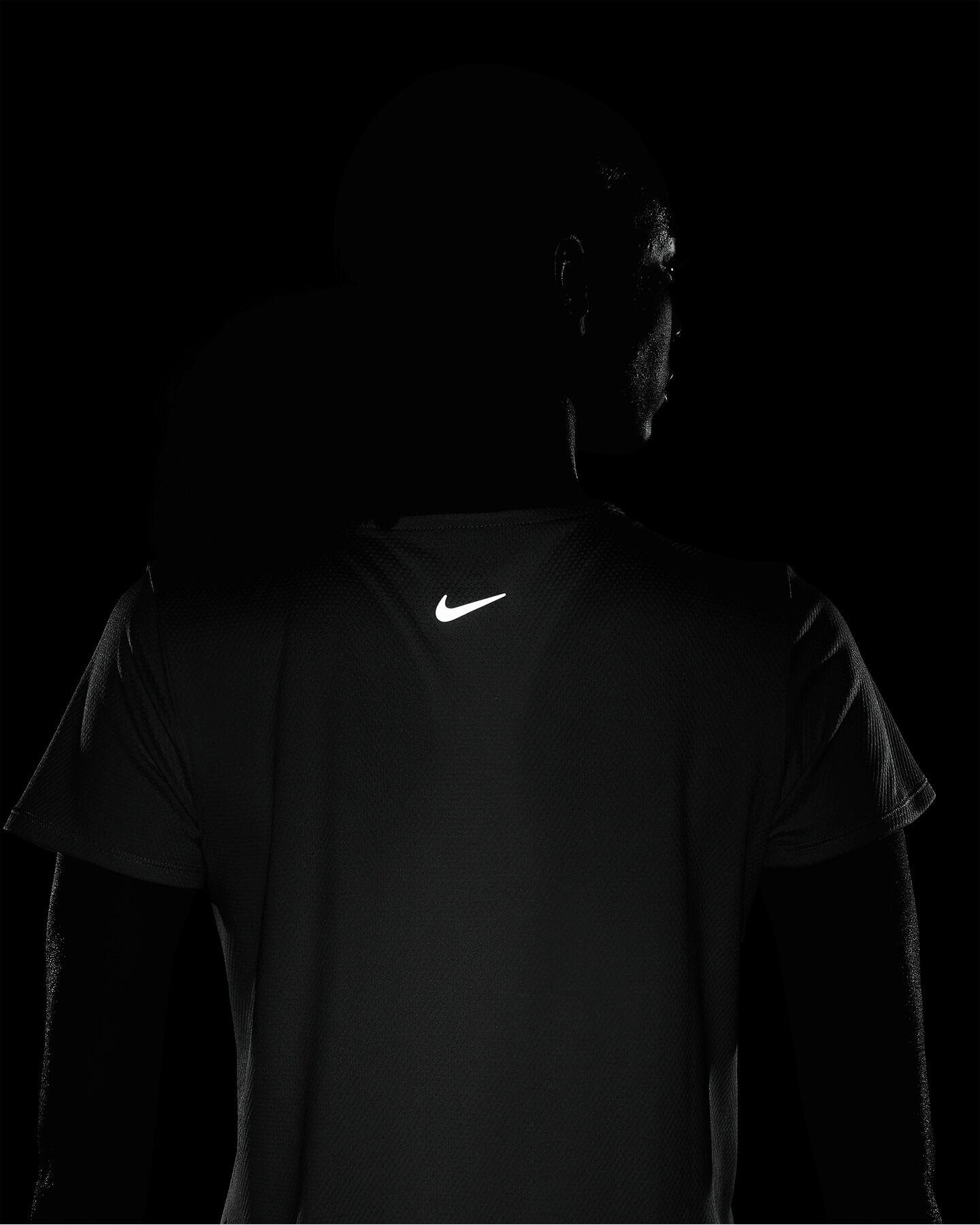 T-Shirt running NIKE SWOOSH RUN NERO W S5225348 scatto 5